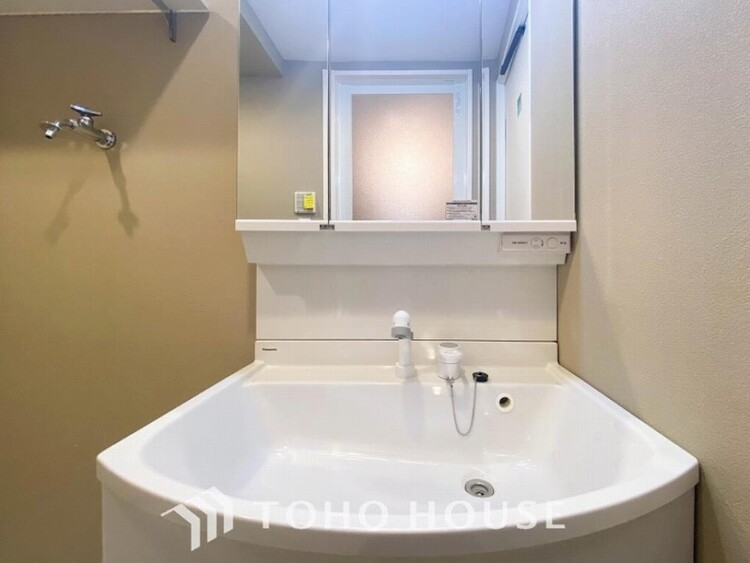 洗面ボウルとカウンターが一体となり、お掃除しやすい洗面化粧台。