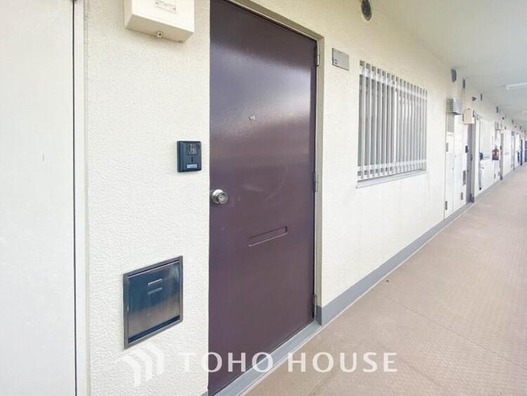 清潔感溢れる玄関がお出迎えする本邸宅の物語は、ここから始まる日常を期待させます。