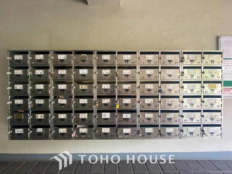 清潔感があり使いやすい郵便受けスペースです。