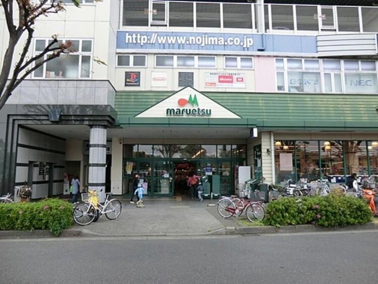 マルエツ鶴川店(毎日の食卓を彩る食料品を豊富に取り揃えています。深夜まで開いているのでいざというときにも便利。)