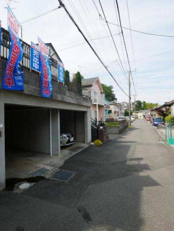 前面道路も広いので駐車もしやすいです。