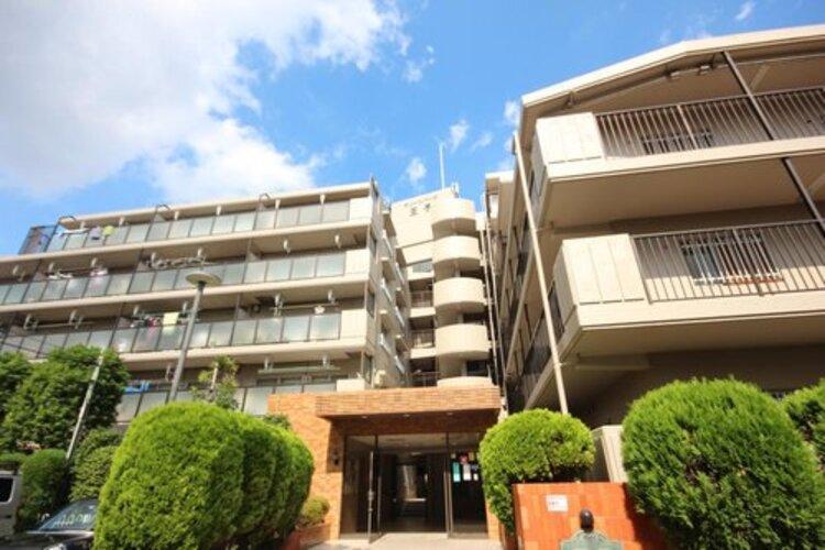 少し優雅に、眺望の良い部屋で新生活をしてみませんか? 高層階や建物自体が高台などに立地していたり、青空がみえたり、眺望や窓からの景色が良いと、家で過ごす時間も快適です。