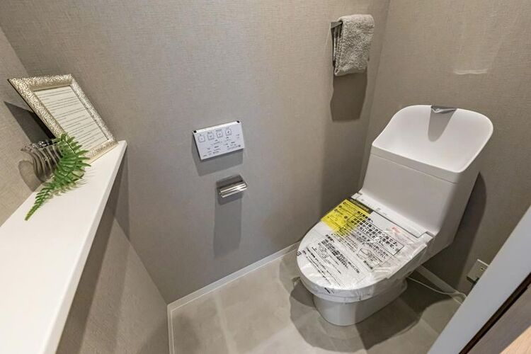 TOTO製洗浄便座付トイレを新規設置しました。お掃除の手間を減らしてくれる機能が充実したトイレです。