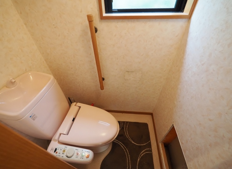 まだまだ使えそうですが新品に交換します!〜リフォーム施工内容〜システムキッチン新規交換・お風呂新規交換・外装塗装・クロス張替え・トイレ新規交換・洗面台新規交換・屋根葺き替え・室内ハウスクリーニング。