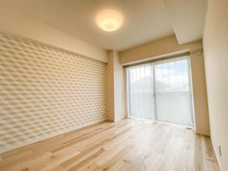 クローゼットには洋服や本を収納できるので、お部屋はすっきり広々と使うことができます。お好みの家具を自由にレイアウトしてください。