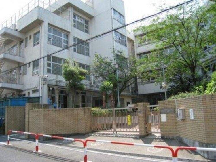 新宿区立天神小学校まで576m 「一人一人が輝き、学び合う学校」