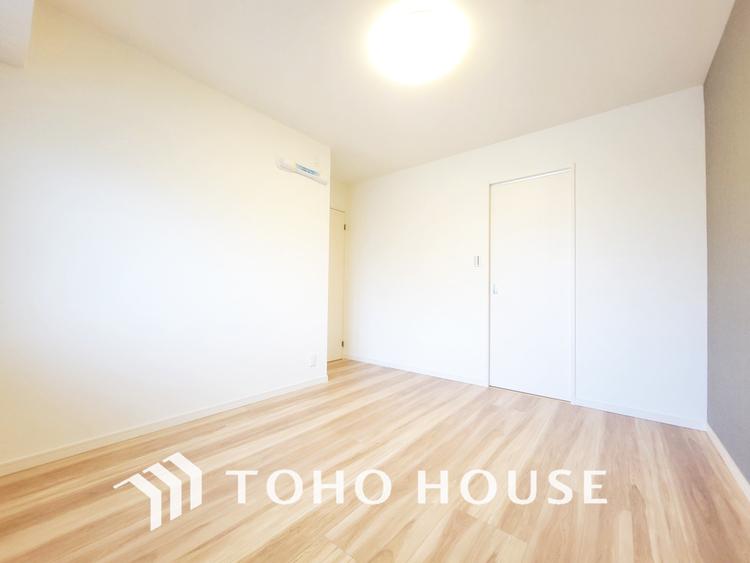 家具の配置のし易いシンプルなお部屋