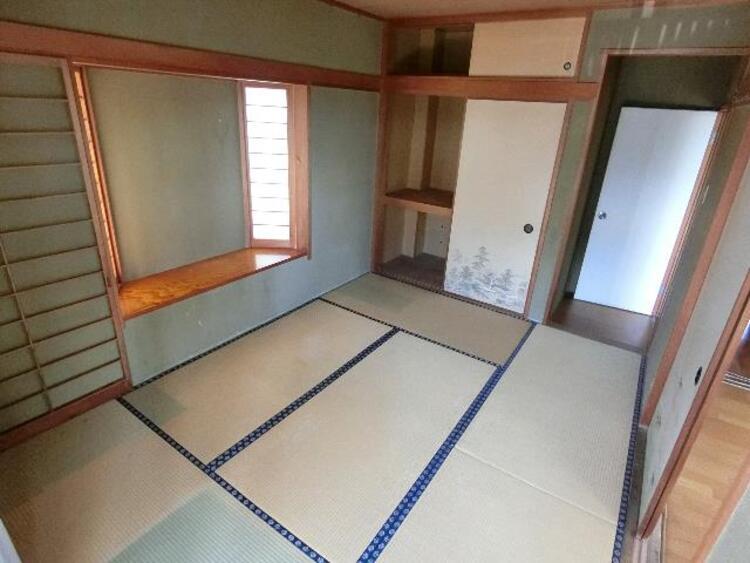 1階 約6帖の和室です。押入がございます。
