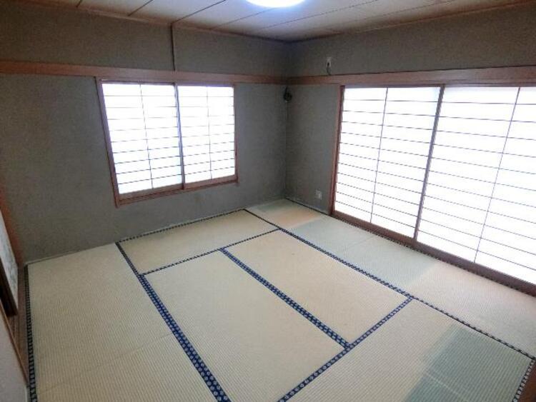 約8帖の和室です。障子を通してやわらかな光がお部屋に届きます。