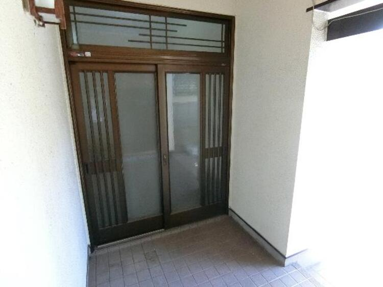 出入りしやすい引戸の玄関です。