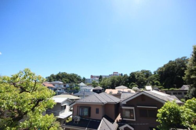 少し優雅に、眺望の良い部屋で新生活をしてみませんか?青空がみえたり、眺望や窓からの景色が良いと、家で過ごす時間も快適です。