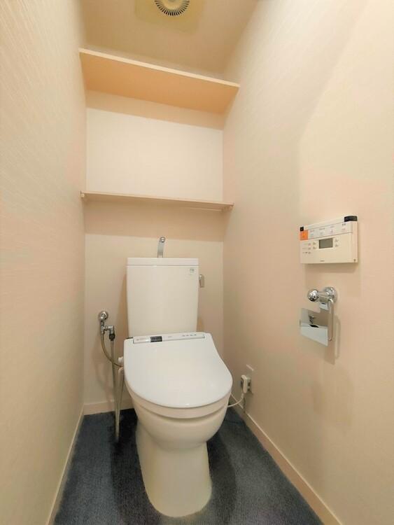 ◇トイレ 少し広めの空間が取られ、リラックスできるシンプルなトイレ。