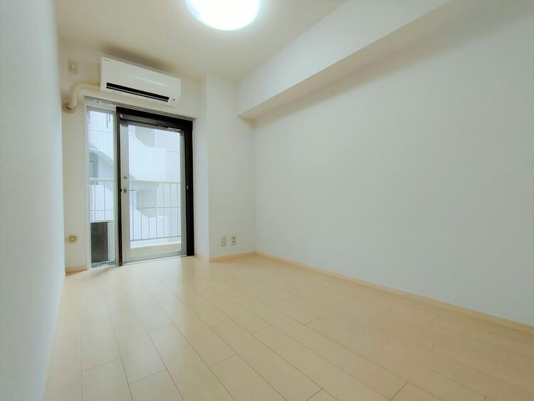◇洋室5帖 家具に合わせて表情を変える、シンプルなルームデザインです。