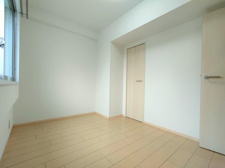 ◇洋室5.8帖 カントリー風や北欧風の家具に相性のよいシンプルなデザインです。