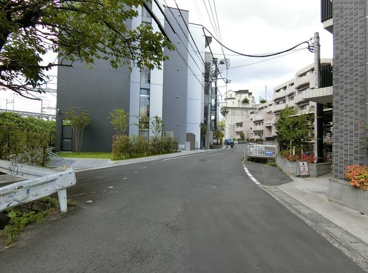 マンション前面道路です。