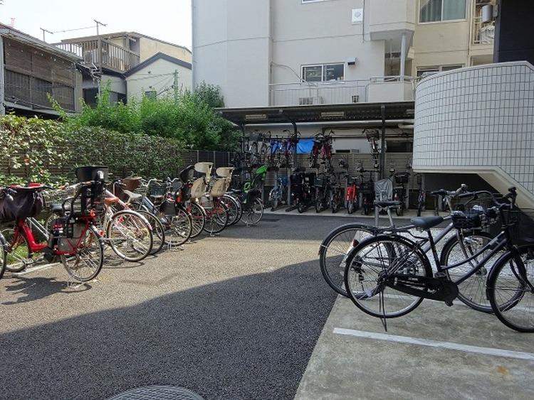 敷地内駐輪場。月額150~300円で利用可能です。