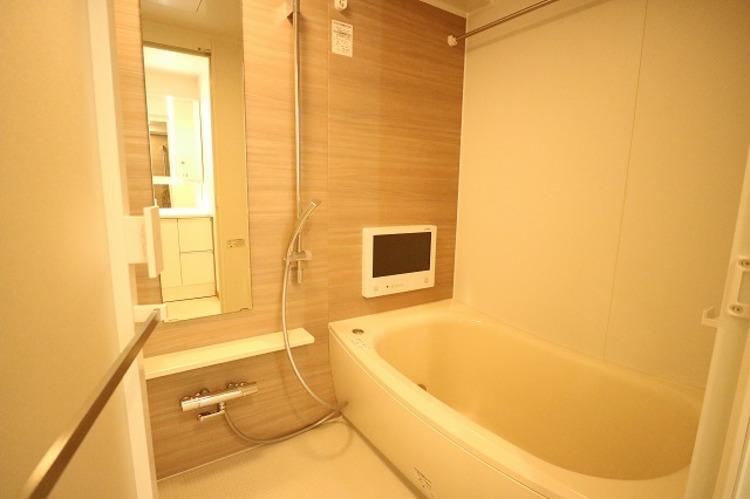 疲れを癒す場所だからこそ快適・清潔な空間で心も体もオフになる時間をお楽しみください。浴室暖房乾燥機・浴室TV完備でバスタイムも快適に。