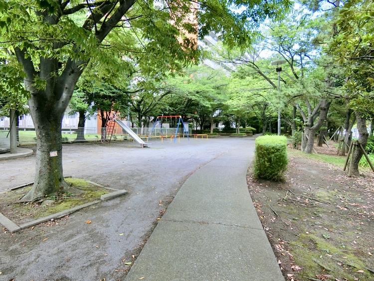 敷地内の公園です。