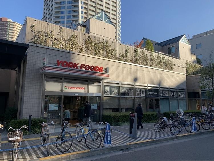 ヨークフーズ新宿富久店 約600m