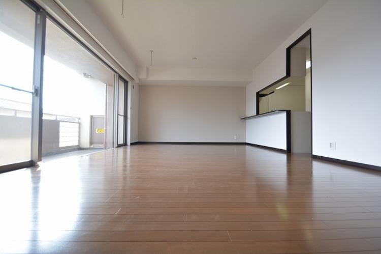 広がりのある住空間、家族が集まるリビング・ダイニング