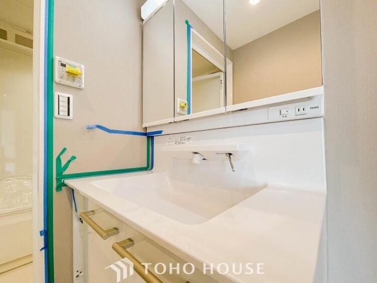 朝の忙しい時間に嬉しいシャンプーヘッド付き洗面台。