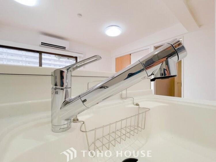 シャワーヘッド内に内蔵されたカートリッジがカルキ・溶解性鉛・農薬・カビ臭などの不純物を低減します。