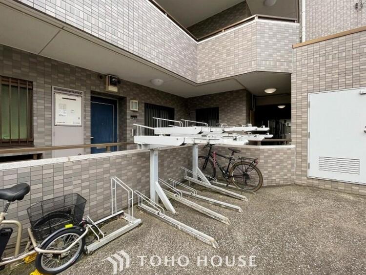 敷地内に駐輪スペースがございます。