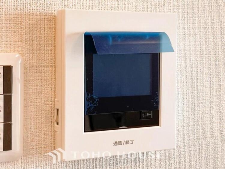 誰が来てもわかる様にモニター付きインターホンを設置。快適と安らぎを合わせた優しい設計。