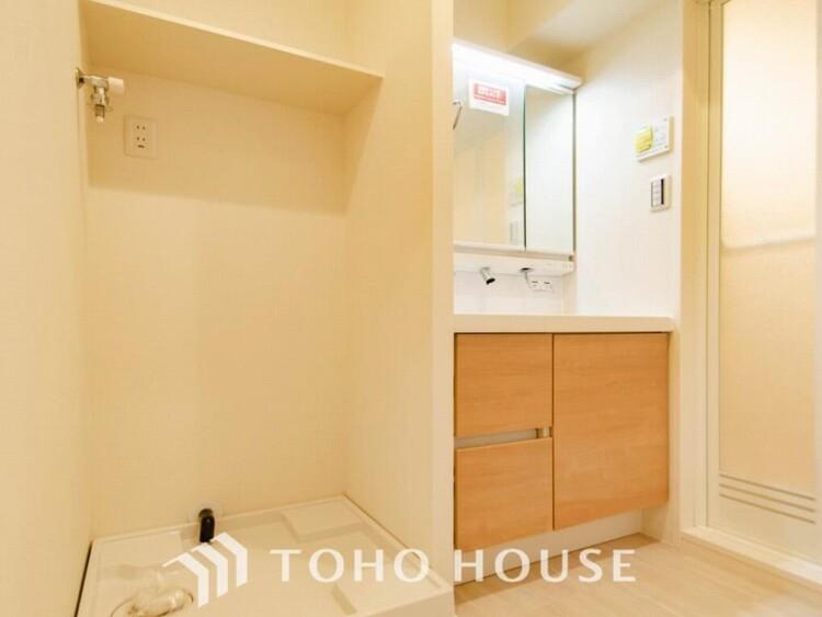 清潔感のあるカラーで統一されたプライベート空間は、身だしなみチェックや肌のお手入れに最適です。