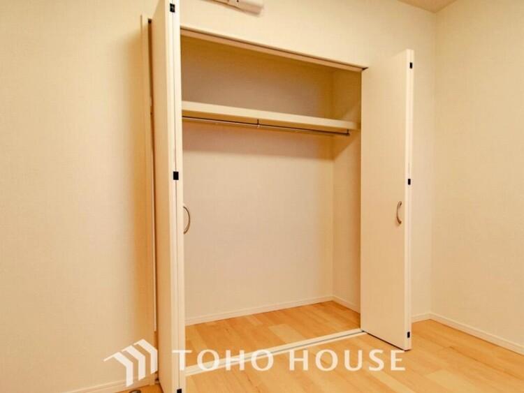 衣類だけでなく大きな荷物も収納でき、お部屋がすっきりします。