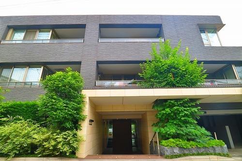 「ジオ成城学園前」 ~成城学園前駅8分の静謐な環境に住まう~の物件画像