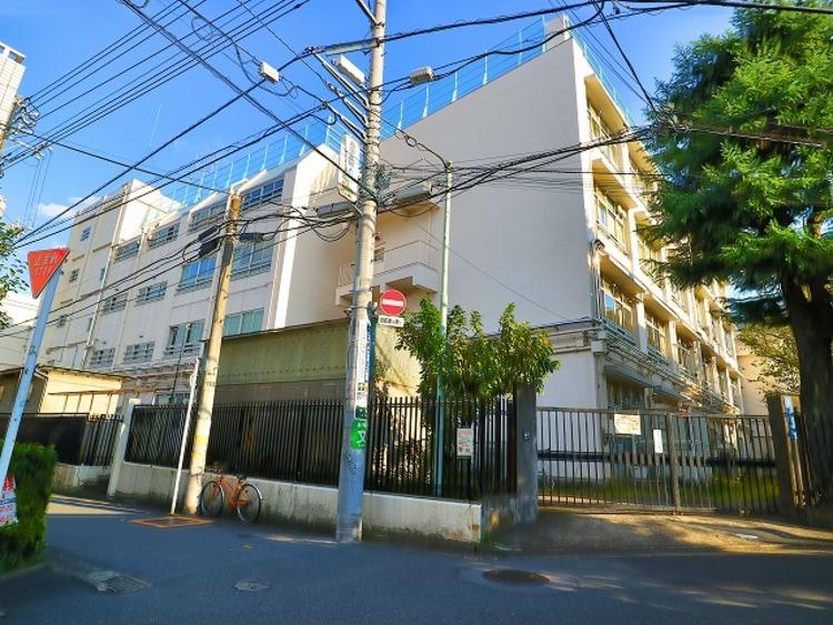 渋谷区立笹塚小学校 約750m