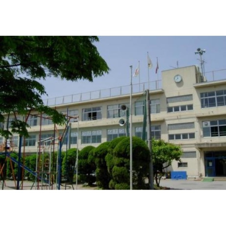 西小学校(約500m)