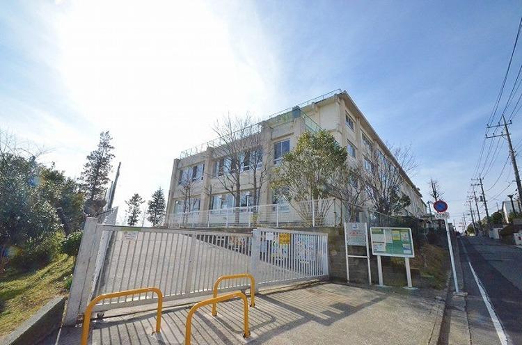 川崎市立南百合丘小学校 距離約1200m