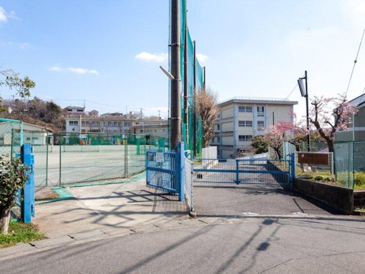 川崎市立長沢中学校 距離約650m