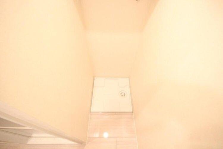 奥行きと幅のある余裕あるスペース。(事前に洗濯機のサイズもご確認下さい)