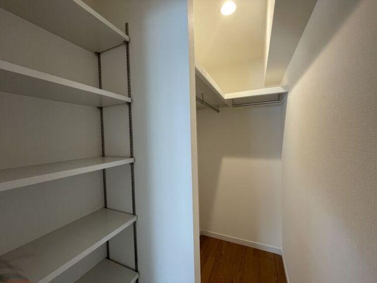 リビングにも収納スペースあり!荷物が多くても十分に納まります
