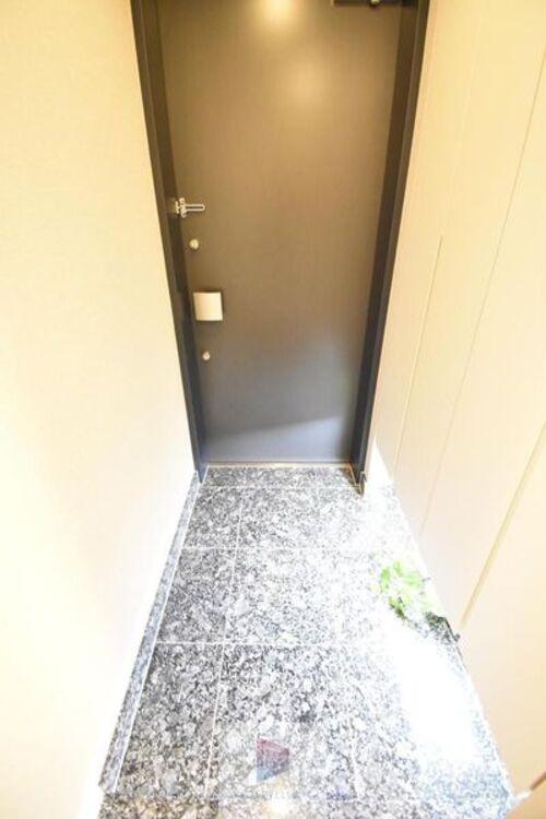 落ち着いた雰囲気の玄関は大切なお客様を迎えるのに最適です。毎日の外出や帰宅の際にも気持ちを落ち着かせてくれる環境間違いないですね!