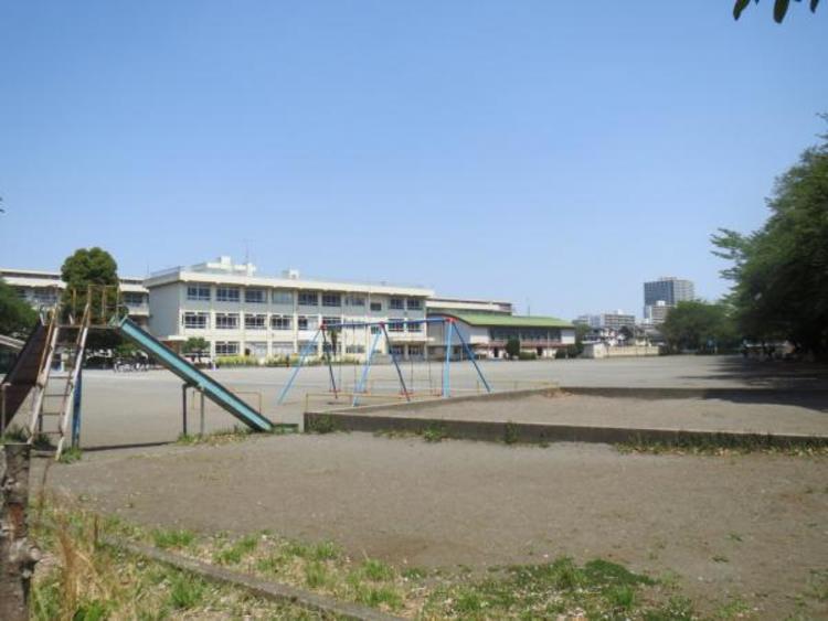 鶴の台小学校まで約750m
