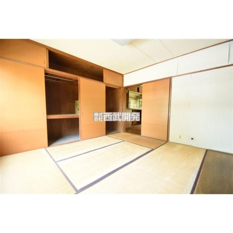 ゆったりとした和室6帖。収納も豊富なお部屋です。