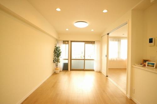 ワールドパレス~7階部分♪南向きの日当たり・眺望良好な2LDKのお部屋~の画像