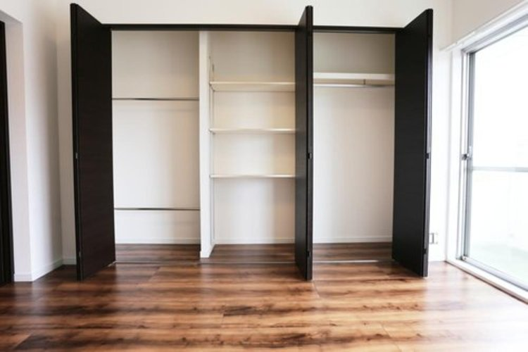 【洋室】約6.2帖 収納たっぷりでお部屋を有効的にお使いいただけます。
