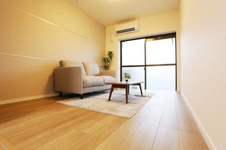 【洋室】約5.8帖 エアコン&家具付き!
