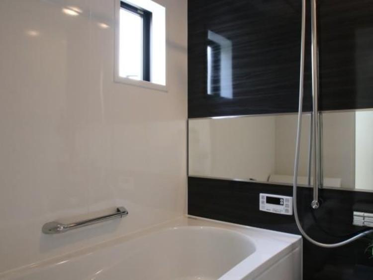 ゆったりとした大き目の浴槽が嬉しい。毎日の疲れを取る癒しの場所だからこそこだわった空間です。
