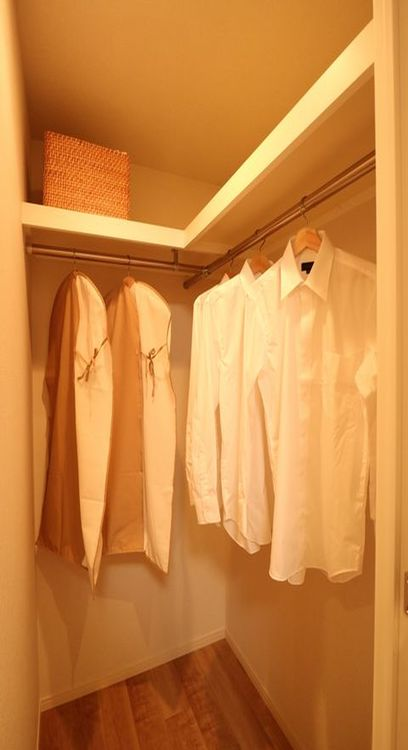 大容量収納可能なウォークインクローゼットはシーズンオフの服や普段使わないものをたくさん収納できますのでスッキリと過ごしていただけます。