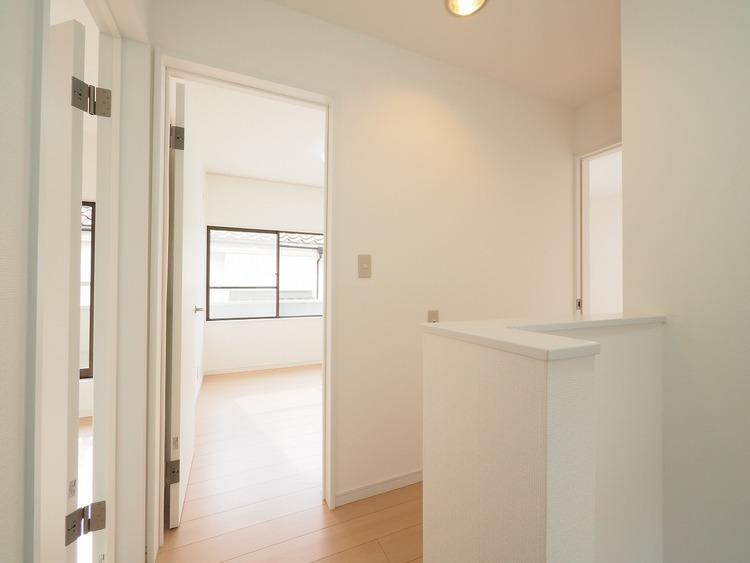 2階は家族だけのプライベート性の非常に高い空間です。だからこそ求められるのはシンプルかつ落ち着いた空間。