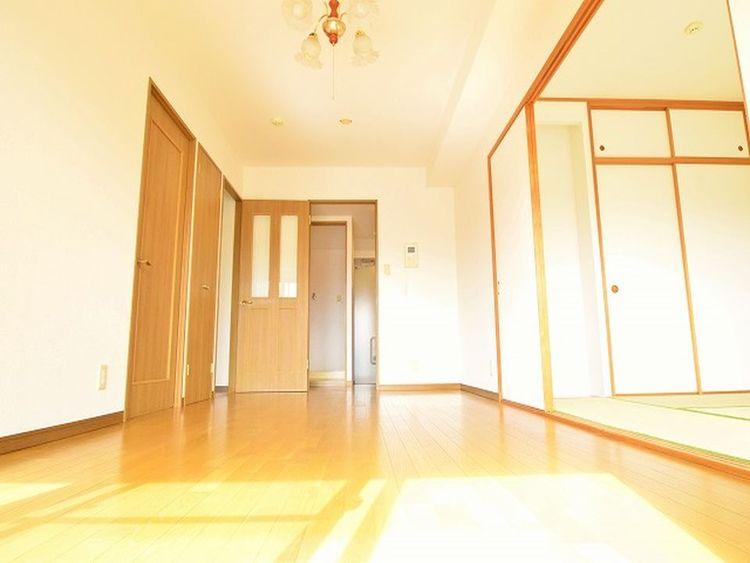 隣接する和室とは襖で仕切ることができるので様々な使い方ができると思います。