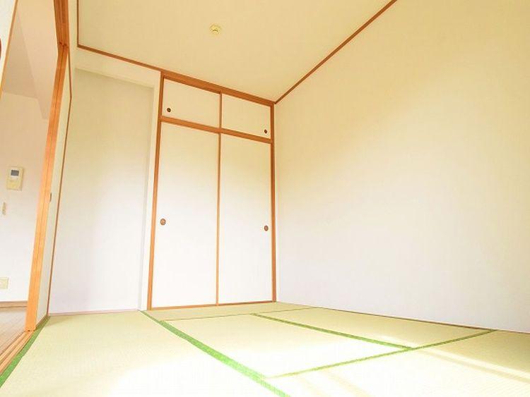 「全居室フローリングがよい」という方が多い中、実はあるとうれしい『和室』。それは温かみのある懐かしさをどことなく感じることができるからかもしれません