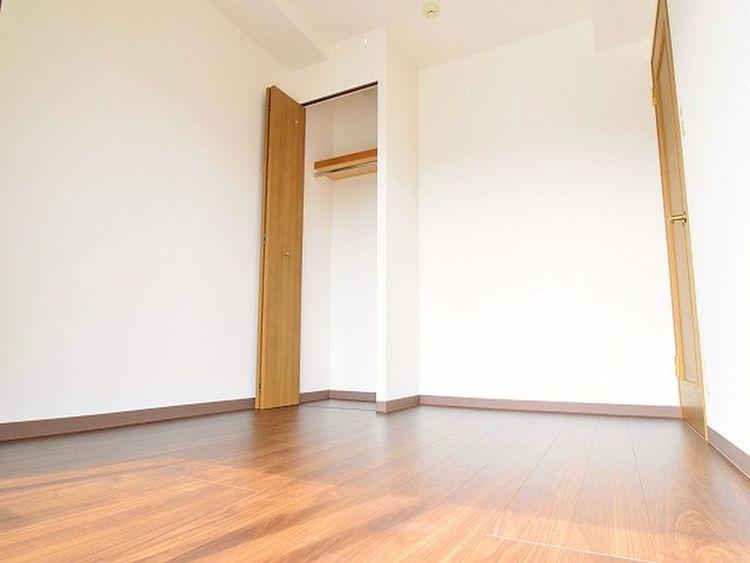 南側にございます洋室は明るく、気持ちよくお使いいただけると思います。