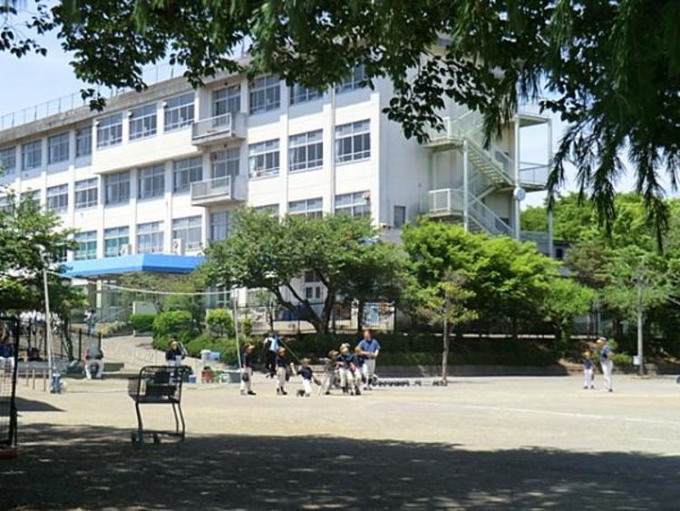 元木小学校 330m